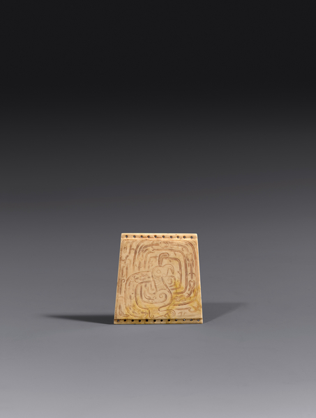西周孔雀紋玉飾,高5.3厘米。(Oren Eckhaus, courtesy of J.J. Lally & Co.)