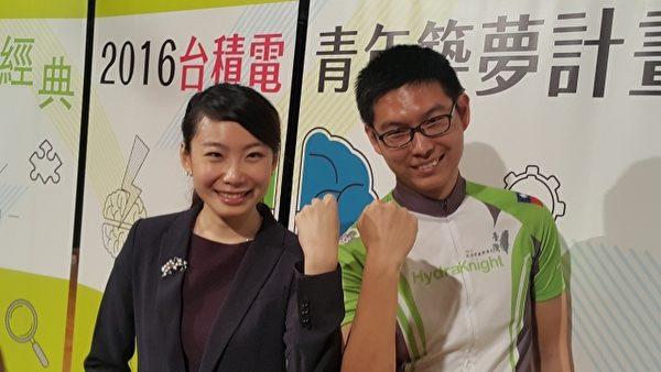 陈安秾(左)与罗聿(右)会上分享心得。(林宝云/大纪元)