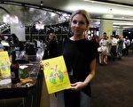 3月8日晚,在澳大利亞悉尼著名的Lyric Theatre劇院,時尚公司銷售經理Jessica Jarrett觀看了神韻世界藝術團的首場演出。(袁麗/大紀元)