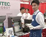 """""""新鲜寿司""""经理展示可以自动做寿司的机器。(宋昇桦/大纪元)"""