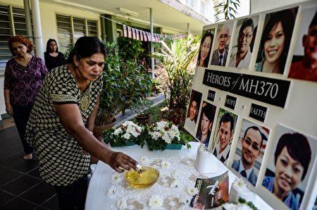 MH370失蹤屆滿2年,失蹤馬航乘客的家屬在北京及吉隆坡各有集會悼念摯愛的親友,並期盼蒐救行動能持續下去。(MOHD RASFAN/AFP/Getty Images)