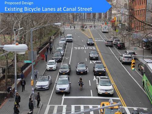 目前的自行车道标志几近模糊不清,机动车甚至挤入自行车道行驶,骑车人常常处在机动车的裹挟中。 (市交通局提供)
