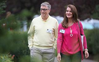 微软创始人比尔.盖茨(Bill Gates)在社交网站Reddit第四次举办你问我答活动,用了一个小时回答网友关心的话题。他说他一生中最佳决定就是迎娶他的妻子梅林达。图为盖茨夫妇。(Scott Olson/Getty Images)