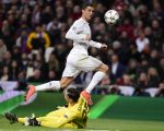C罗一传一射,助皇马2-0击败罗马,以总比分4比0晋级欧冠八强。 (JAVIER SORIANO/AFP/Getty Images)