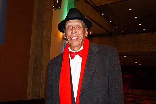 Johnny Diaz先生是一位鼓手,也是一位歌手。2016年3月9日晚,他觀看了美國神韻巡迴藝術團在印第安納波利斯的演出。(林南/大紀元)