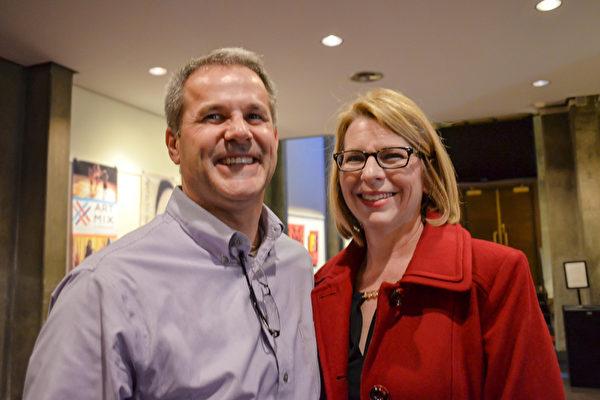 Brian Allen和Mary Allen夫妇于2016年3月9日晚在印第安纳波利斯一起观看了神韵演出。(彭慧/大纪元)
