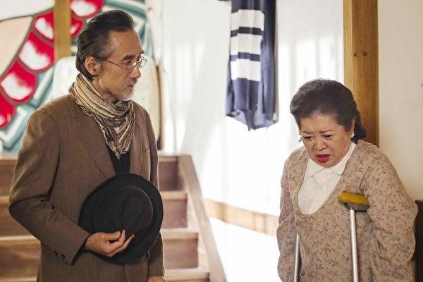 陈淑芳《五星级鱼干女》演出日式旅店老板娘,为一场往日恋曲,她用Line恶补近百句日语。(海鹏提供)