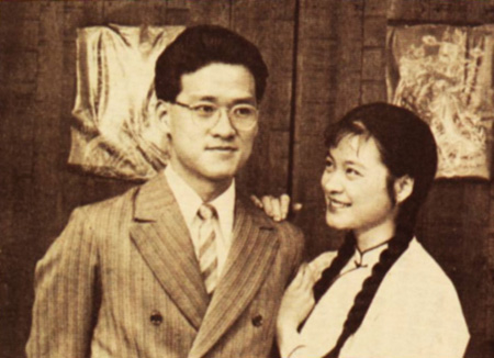 30年前,周华健出演电影《桂花巷》剧照,右为陆小芬。当时陈淑芳也出演此片。(海鹏提供)