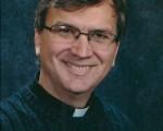 扎根费城中国城25年、深受华人喜爱的汤姆神父。他也是位于中国城边的天主教培德教会(Holy Redeemer)和天主教培德学校的负责人。(汤姆神父提供)