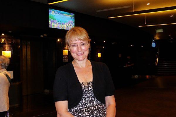 音乐中介商兼歌剧演唱家Stella Vox女士观看了3月12日的神韵演出。(纪芸/大纪元)