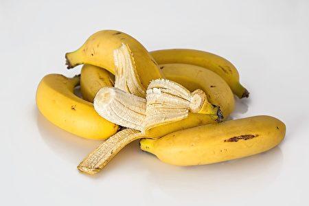 多吃可溶性益生元纤维(如香蕉)以培养肠道内的有益菌可降低神经肽Y水平。(pixabay)