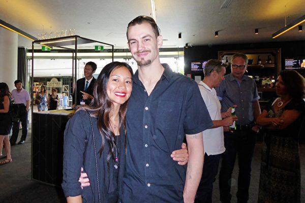 Flanagan夫妇观看了神韵世界艺术团在悉尼的第七场演出。(纪芸/大纪元)