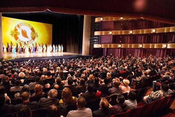 2016年3月13日,神韵纽约艺术团在纽约林肯中心大卫寇克剧院的演出再次爆满。(戴兵/大纪元)