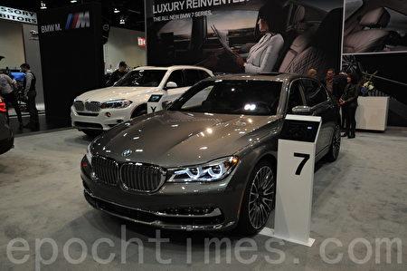 2016年3月9日-13日,卡尔加里国际汽车展在BMO中心举办。图为2017款BMW 7系豪华车。(童宇/大纪元)