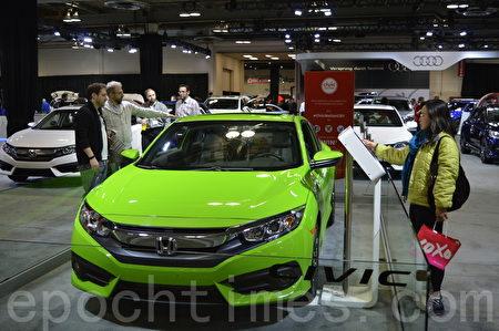 2016年3月9日-13日,卡尔加里国际汽车展在BMO中心举办。图为Honda Civic Coupe。(黄钟乐/大纪元)
