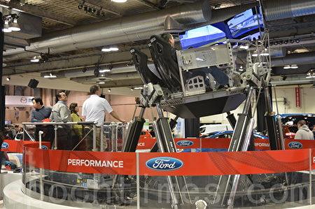 2016年3月9日-13日,卡尔加里国际汽车展在BMO中心举办。图为Ford 4D模拟试驾。(黄钟乐/大纪元)