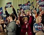 """3月15日""""超级星期二"""",5个关键州同步举行初选。共和党参选人卡西奇如愿拿下家乡州俄州。图为其支持者在俄州伯利亚(Berea)的鲍德温华莱士大学(Baldwin Wallace University)为他喝彩。(Jeff Swensen/Getty Images)"""