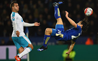 依靠日本球星冈崎慎司的倒挂金钩破门,莱斯特在主场1-0小胜纽卡斯尔 。(Laurence Griffiths/Getty Images)
