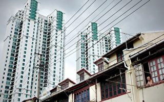 陆媒2月份报导,上海房价3天涨30万。图为上海一居民区的高层公寓。(PHILIPPE LOPEZ/AFP/Getty Images)