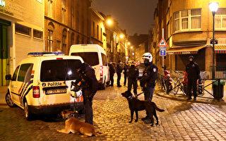 周五(3月18日),巴黎恐怖袭击嫌疑人萨拉赫•阿卜杜勒-萨拉姆(Salah Abdeslam)和其他两名嫌犯在比利时警方的突袭中被捕。(Carl Court/Getty Images)