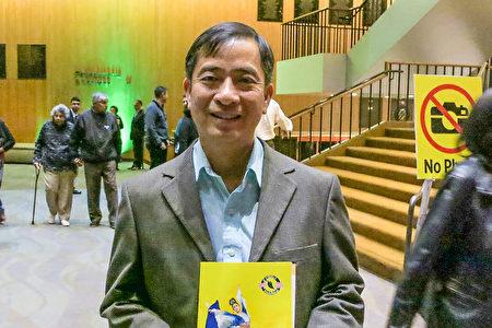 華僑業主李先生(Bob Le)看了神韻晚會後,稱神韻喚起他舊時的美好記憶。(李旭生/大紀元)