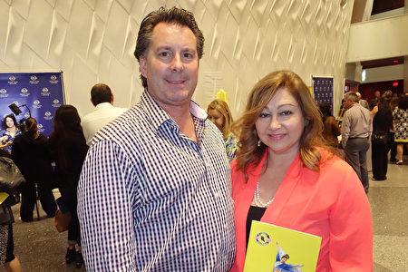 金融顾问Renee Re女士感谢神韵与全世界分享正统中华文化。(余欣然/大纪元)