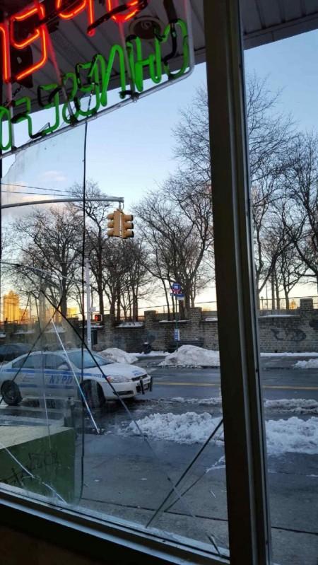 """去年11月这伙青少年用强力BB弹打破餐馆的橱窗,开始滋扰不断。(""""福兴""""店主林先生提供)"""