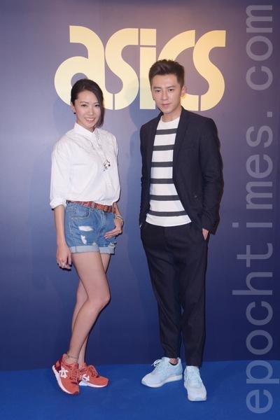 李國毅於2016年3月22日在台北出席ASICS Tiger 招牌鞋款品牌日。左起為主持人「前黑澀會美眉」大牙周宜霈、李國毅(黃宗茂/大紀元)
