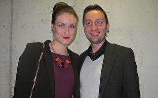 3月22日晚,Thomas Vandemeulebroucke先生和太太一起觀看神韻演出。(麥蕾/大紀元)