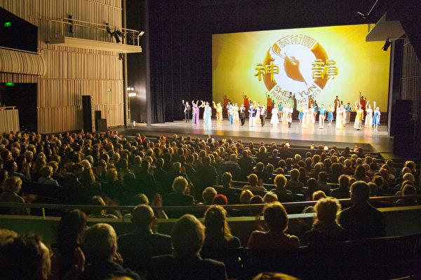 """神韵比利时首演爆满""""动荡和不幸中的希望"""""""