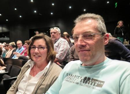 Nick Fatoa先生和妻子Chantelle DeVilde 3月23日在布鲁日观看了神韵。(文华/大纪元)