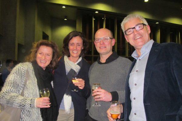 3月23日晚,从事视觉技术工作的Catherine(左一)和三位朋友一起观看神韵演出。(麦蕾/大纪元)