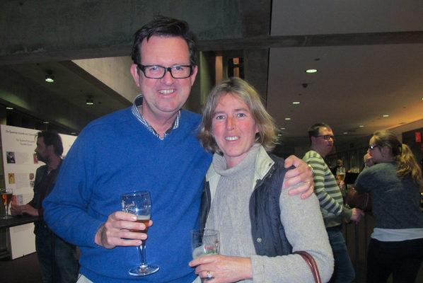 公证人Bernard D'hoore先生和太太Barbara Clearhout观赏了3月23日晚在比利时布鲁日的神韵演出。 (麦蕾/大纪元)