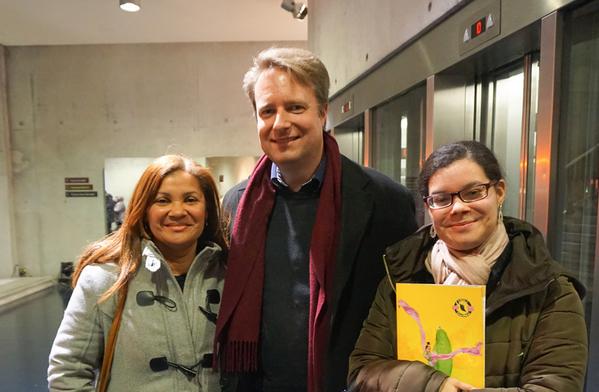 律师Laurence一家三口3月23日观看了布鲁日的神韵演出。(章乐/大纪元)