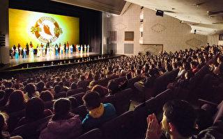 2016年3月26日晚间在高雄文化中心上演,再次上演大爆满盛况,并吸引许多企业菁英入场。(郑顺利/大纪元)