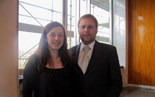 3月26日下午 Kamila Bohusova女士與丈夫Stepan Bohus在捷克布爾諾觀賞了神韻演出。(麥蕾/大紀元)