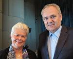 心理学家Olga和医生丈夫Rostislav观赏了神韵今年在捷克布尔诺的最后一场演出,她敬佩神韵的勇气和力量。(文华/大纪元)