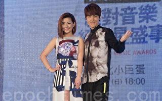 Selina任家萱(左),吴克群(右)于2016年3月30日在台北出席2016hito流行音乐颁奖典礼记者会。(黄宗茂/大纪元)