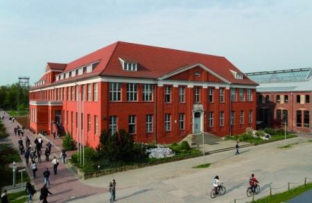 德國公立威爾道科技大學預科,讓學生完成一年課程後可直接進入大學就讀,享免學費福利。(圖:天下留學提供)