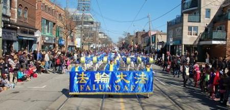 多伦多复活节游行 大陆人喜见法轮功天国乐团
