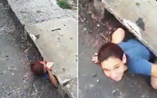 女子鑽進下水道 救小貓一命成英雄