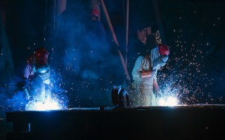 隨著中共關閉幾十家殭屍礦山和工廠,數百萬人將失去工作,如何安置失業工人,成為一個現實的問題。(JOHANNES EISELE/AFP/Getty Images)
