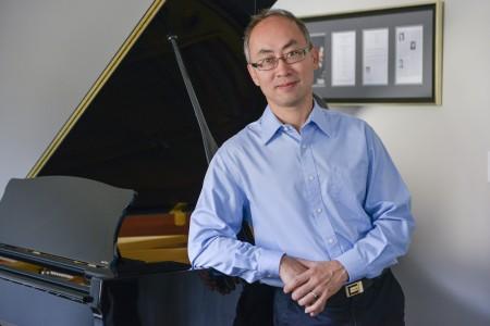 斯坦威钢琴家萨嘉豪(Ronald Sat)博士。