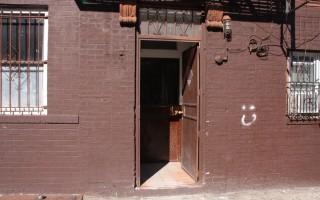 李錦光此前住的地方,是一個很破舊的地方。(于佩/大紀元)