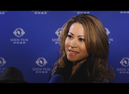 洛杉磯KCAL電視主持、三次艾美電視大獎得主Leyna Nguyen盛讚4月23日晚的神韻演出是視覺盛宴。(新唐人提供)