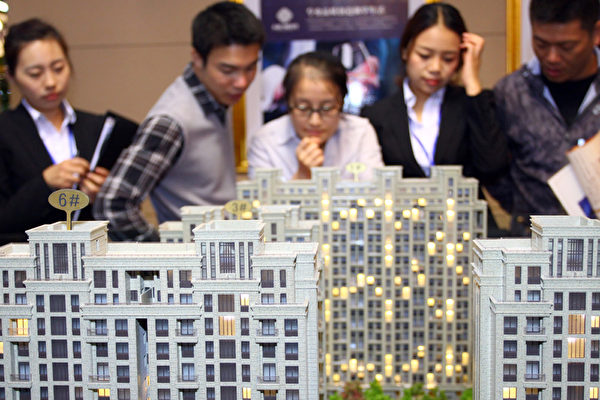 2016年来,上海房价一涨再涨,但随着新政策的出台,恐怕又一波人将会陷入退房的困境。(AFP/AFP/Getty Images)