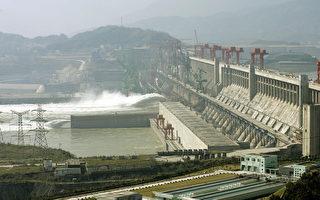 据官方预报,2016年大陆南北方将出现较大洪涝灾害,长江流域发生1998年量级大洪水的可能性很大。图为三峡大坝。(LIU JIN/AFP/Getty Images)