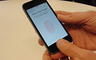 蘋果iPhone使用者每天會解鎖手機80次。圖為iPhone 5S指紋解鎖。。(GLENN CHAPMAN/AFP )