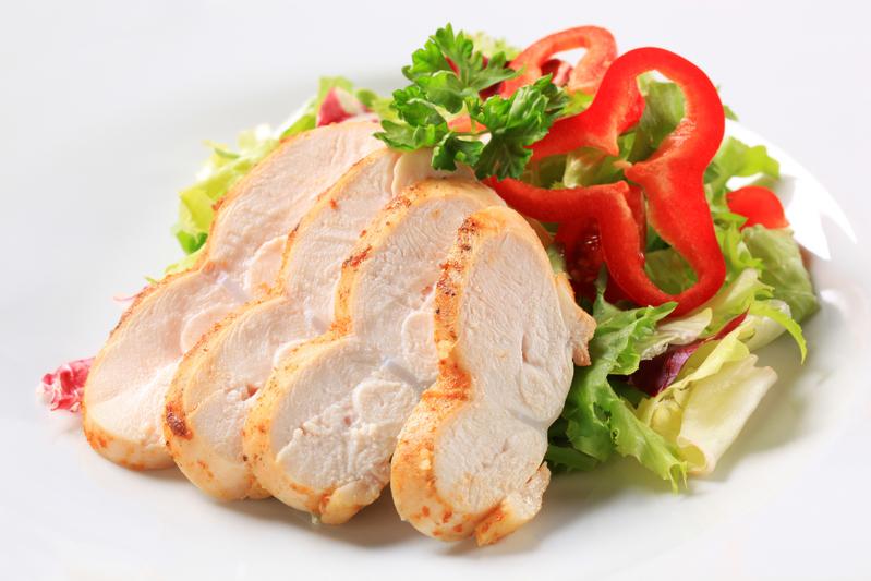 胸肉のサラダ(Fotolia)