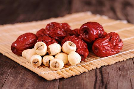 红枣和莲子(fotolia)